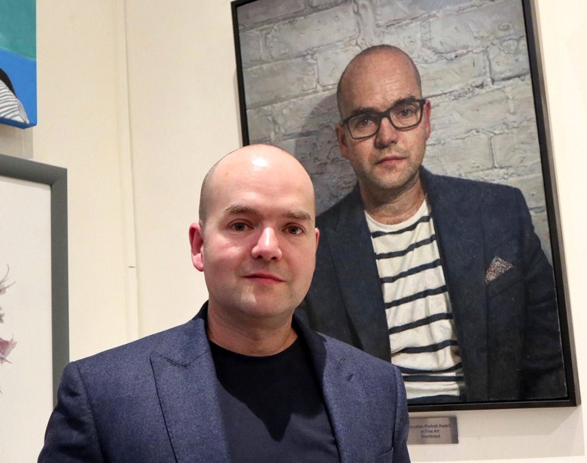 Mark Roscoe with Self-Portrait 2019 (Commendation) (Photo George McBean)